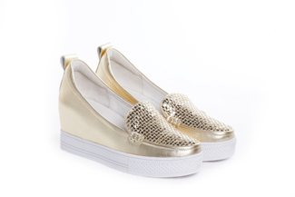 A916-19 Gold Metallic Wedge Sneakers