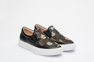 5012-6 Black Floral Embroidery Slip On