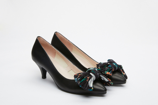 70965-10 Black Pointy Toe Bow Pumps