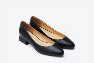 5020-1 Black Pointy-Toe Pumps