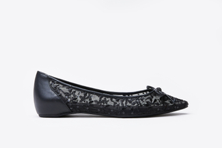 1639-12 Black Floral Embroidered Flats