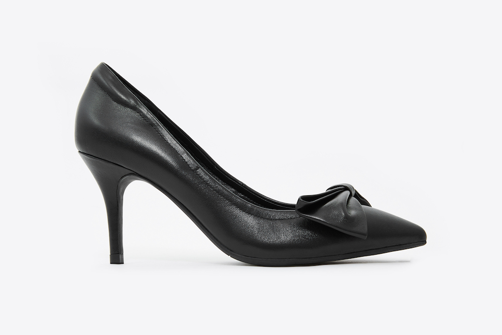 2f7d4b782be 953-318 Black Bow Front Pointy Toe Pumps