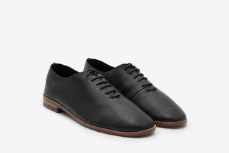 1030-2 Black Lace Up Front Chukka Oxfords