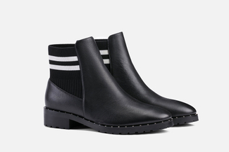 1811-2 Black Ankle Boots