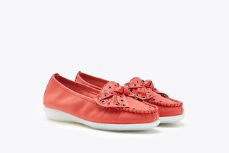 332-67 Melon Eyelet Bow Loafers