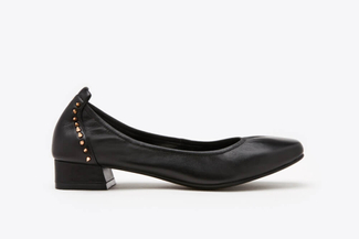 823-2 Black Studded Square Toe Classic Pumps