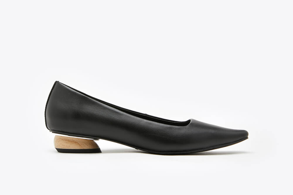 287-1 Black Classic Point Toe Leather