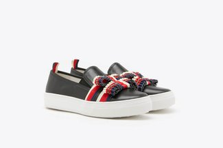 318-221 Black Ruffle Bow Leather Slip-On Sneakers
