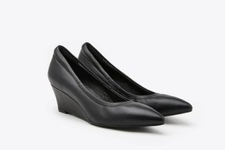 912A-1 Black Classic Pointed Leather Wedges
