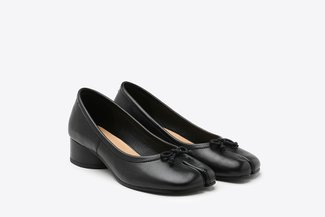 207-1 Black Ribbon Split Toe Leather Pumps