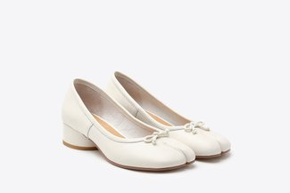 207-1 Beige Ribbon Split Toe Leather Pumps